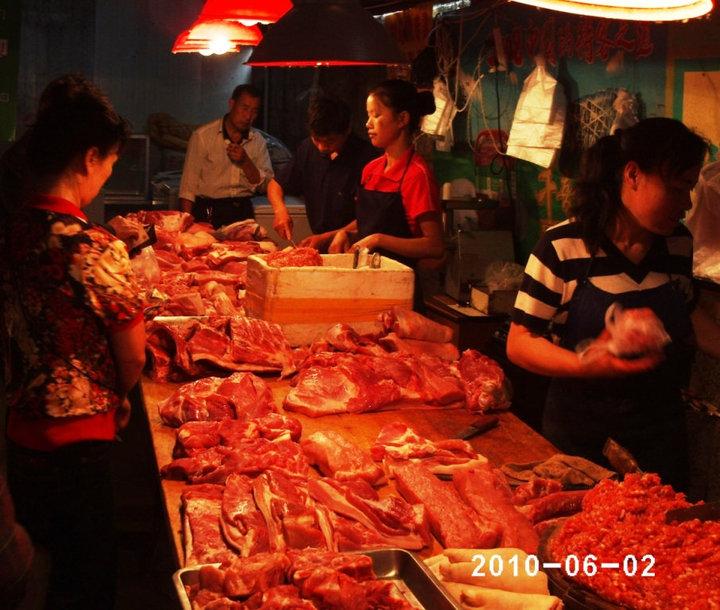 <em>¨Măcelărie¨ în Beijing. Să nu întrebați ce tipuri de carne vând, că nici eu nu am aflat.</em>