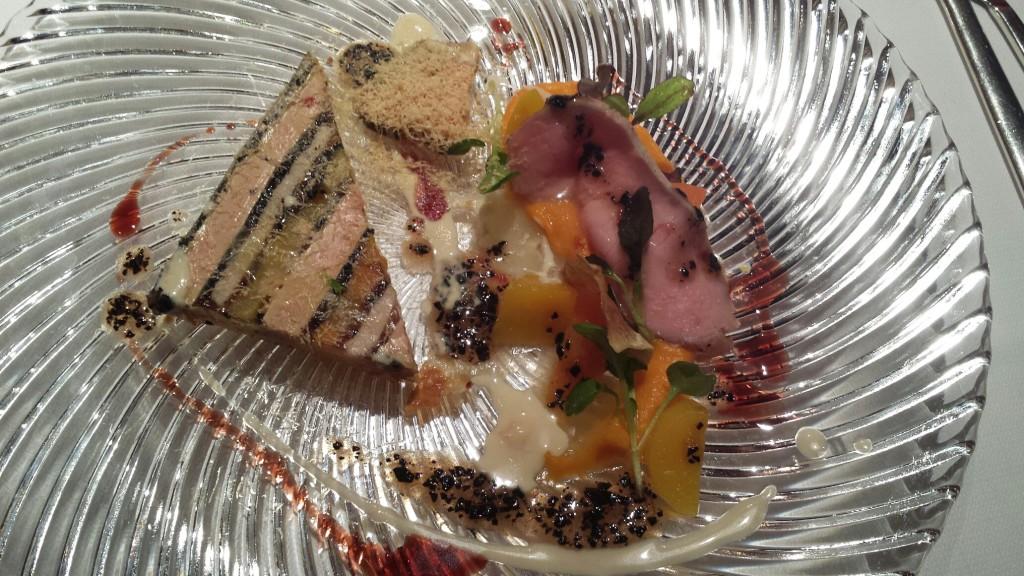 Terină de vițel cu morcovi, cartofi dulci și parfait de ficat de gâscă